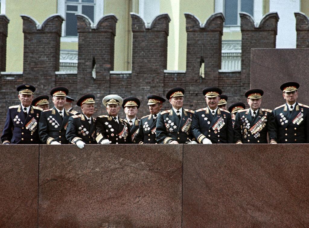 Главный маршал авиации К.А. Вершинин, Маршалы СС В.Д. Соколовский, Ф.И. Голиков, адмирал флота С.Г. Горшков, Маршалы СС Г.К. Жуков, К.С. Москаленко, А.И. Еременко, И.Х. Баграмян, М.В. Захаров, А.А. Гречко.jpg