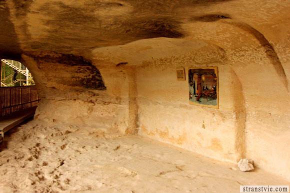 Копоть на потолке монастыря в скале