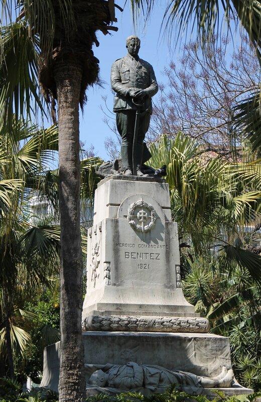 Парк Малага (Parque de Málaga). Monumento_al_Comandante_Benítez