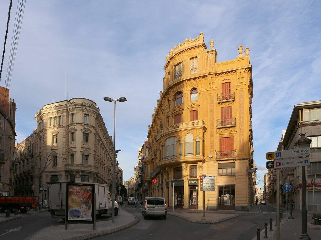 Реус. Маршрут модерна. Площадь Каталонии. Plaça de Catalunya. Reus  modern route.
