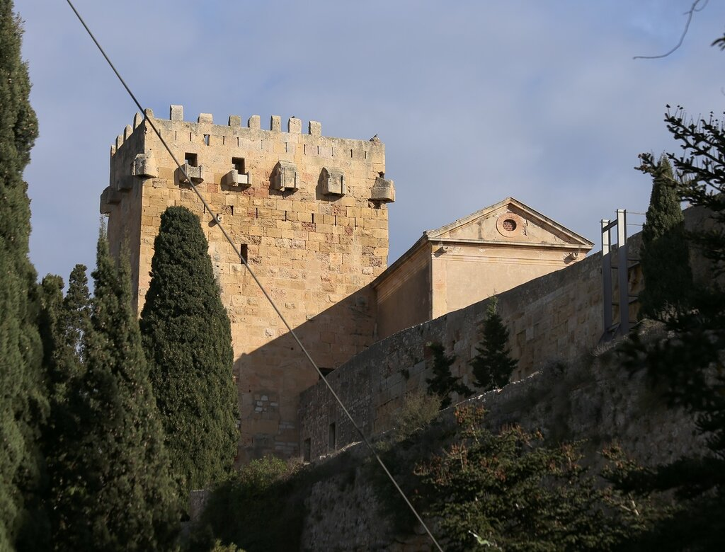 Таррагона, Парк  Camp de Mart - Марсово поле, крепостная стена, башня. fort's wall tower