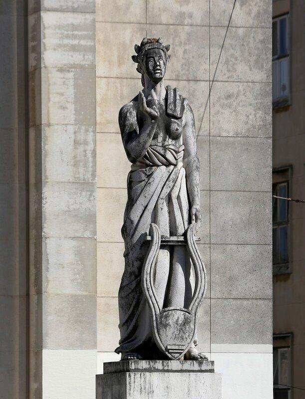 Коимбра. Университет. Скульптура