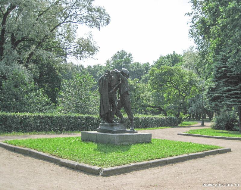 Московский парк Победы. Как я уже говорил, в парке много скульптур. Часть из них посвящена защитникам блокадного Ленинграда.