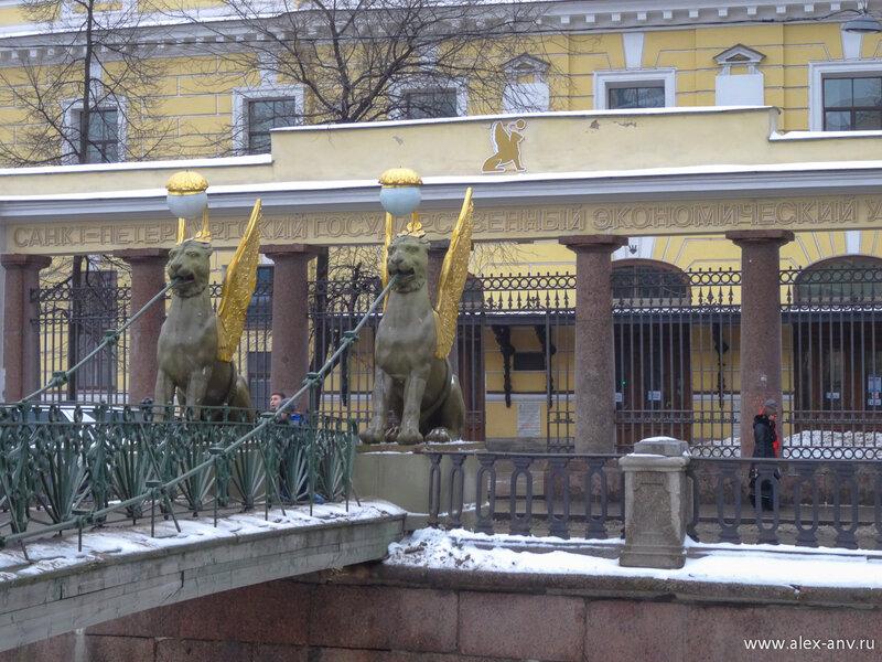 Львы у мостика очень колоритные и являются одним из известных символов нашего города.