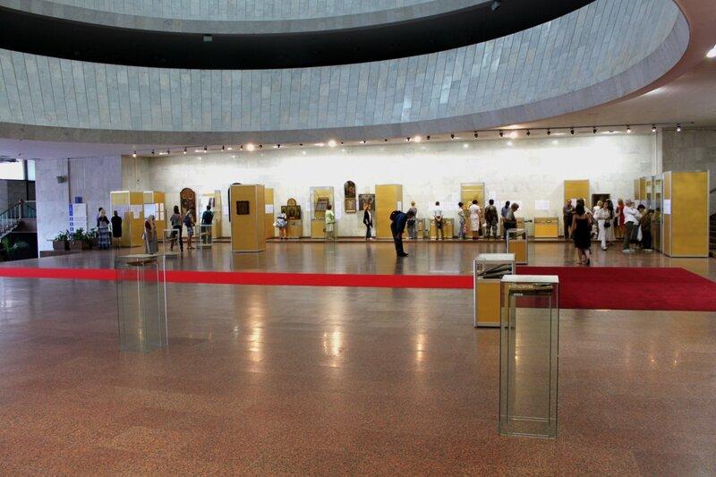 Экспозиция выставки икон