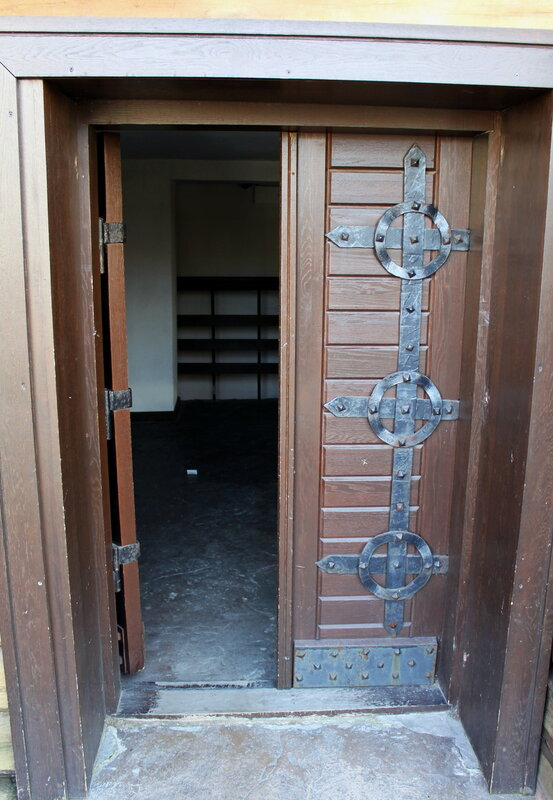 Стилизованная дверь