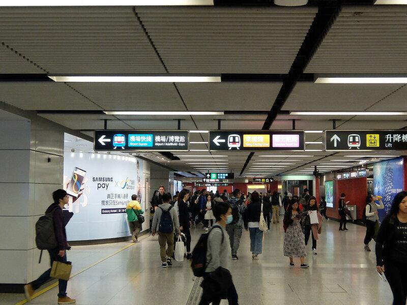 Гонконг - Указатели в подземном переходе