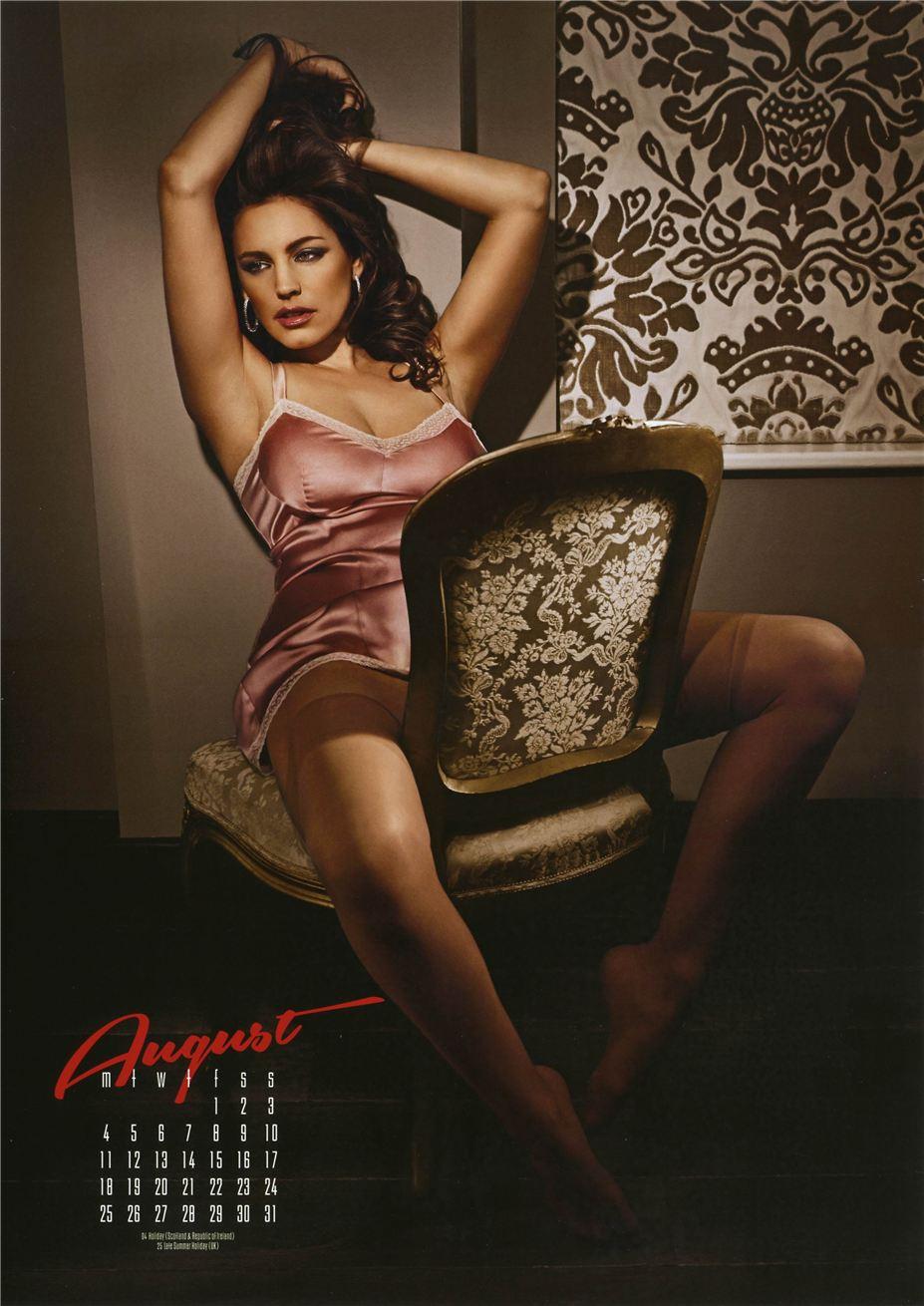 август - Календарь сексуальной красотки, актрисы и модели Келли Брук / Kelly Brook - official calendar 2014