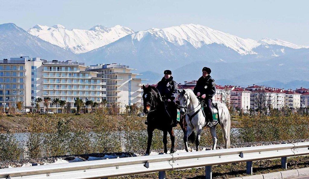 Конные патрули на дорогах и улицах города (3)
