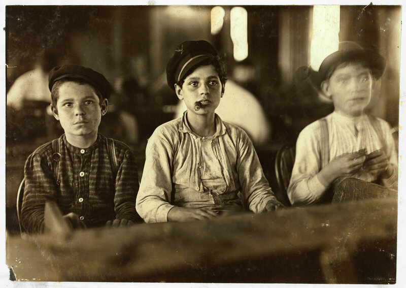 Америка. Lewis Hine Cigarmakers, Tampa, Florida, 1909