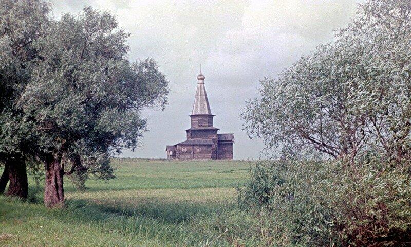 Деревянная церковь села Курицкое.