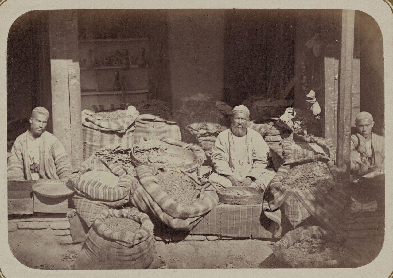 Мелочная торговля.Продажа табака и крашенных материалов