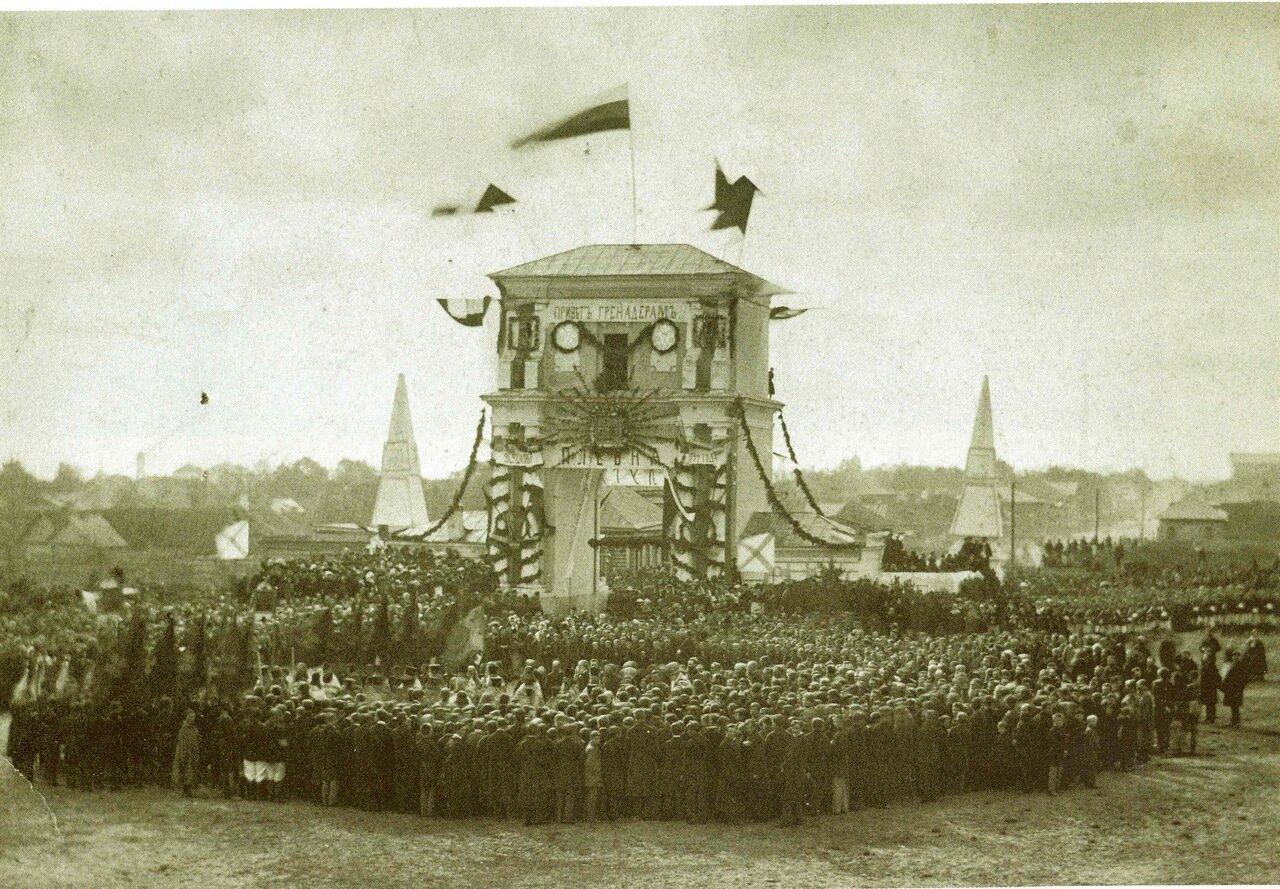 Торжественный молебен у Московских ворот по случаю возвращения с войны 5-го Киевского гренадерского полка 1 октября 1878 года