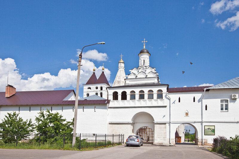 Введенский монастырь - Надвратный храм Федора Анкирского