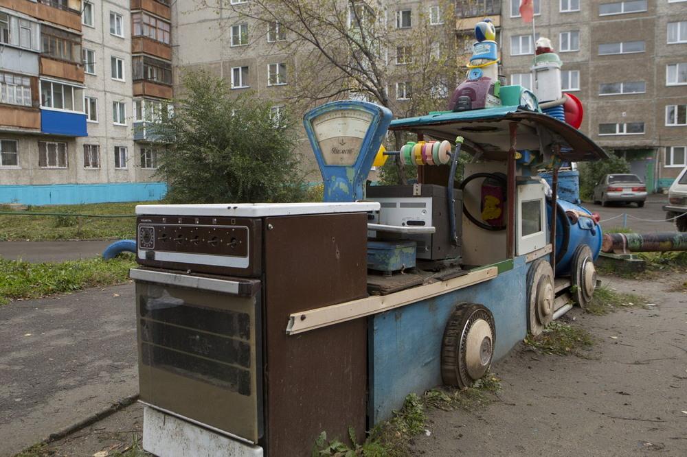 Суровые российские детские площадки
