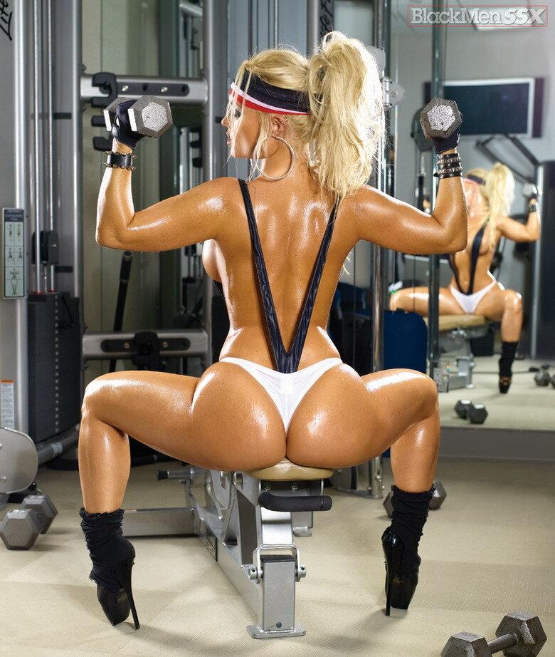 эро фото спортивная попка она