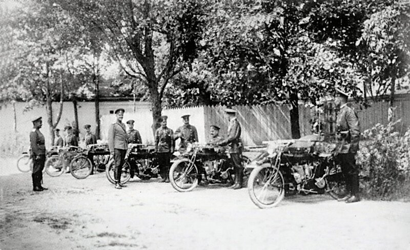 The general visits a motorcycle team, 1915-17