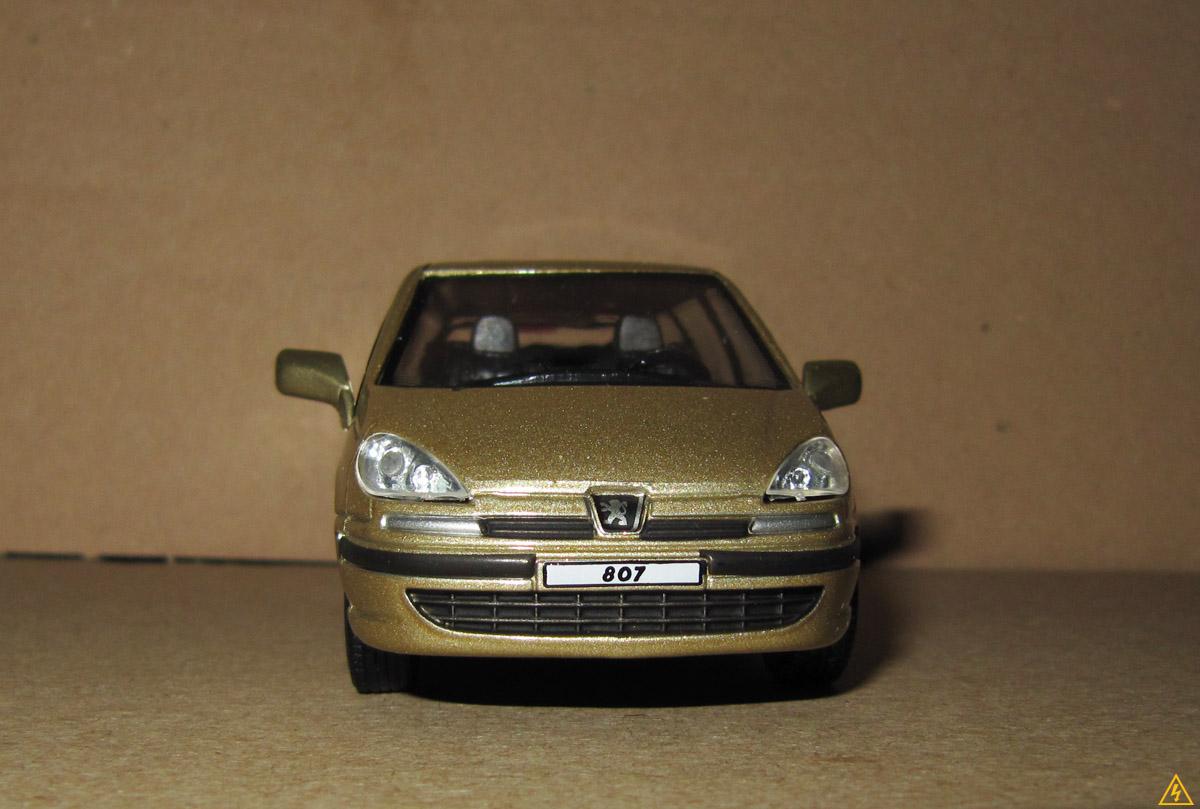 Peugeot 807 10.jpg