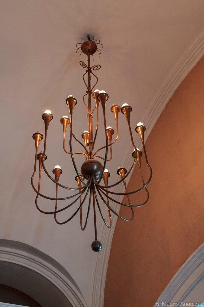 Лампа на лестничной площадке