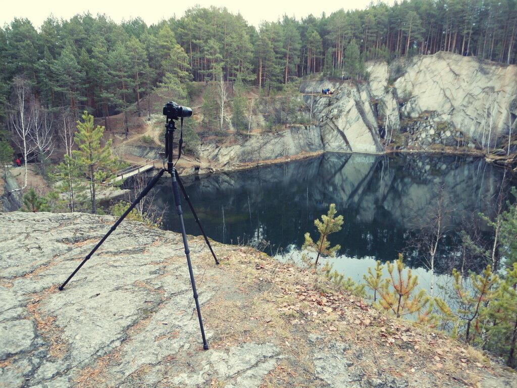 Фото 1. Так выглядит карбоновый штатив Sirui T-2204X с установленным на нём КРОПнутым зеркальным фотоаппаратом Nikon D5100 и телеобъективом Nikkor 70-300.
