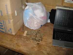 предметы слева от ноутбука