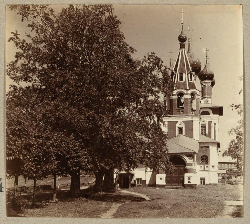 Церковь Св. Царевича Димитрия со стороны входа.