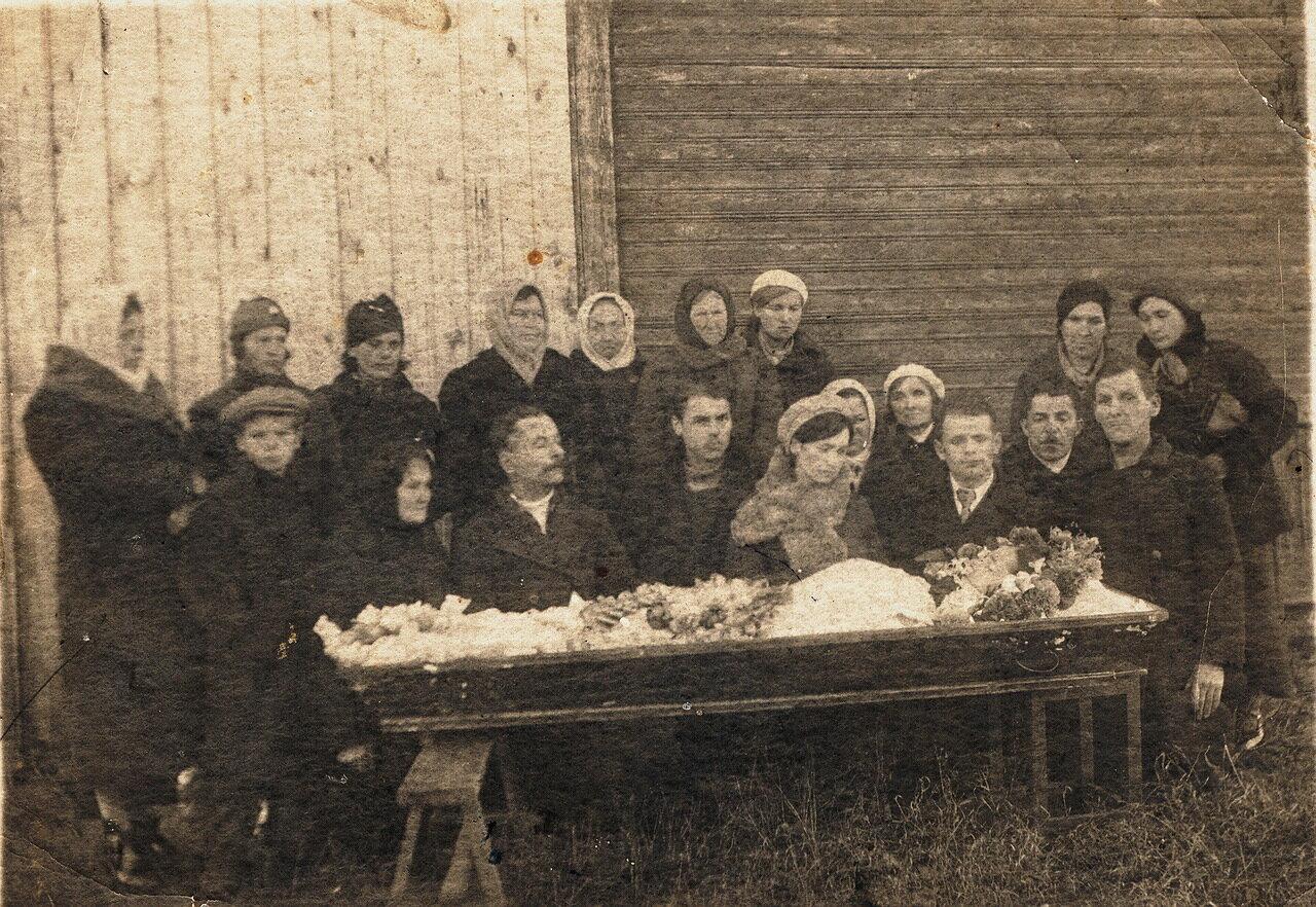 Похороны Веры Максимовны (Александровой). 1930 год.