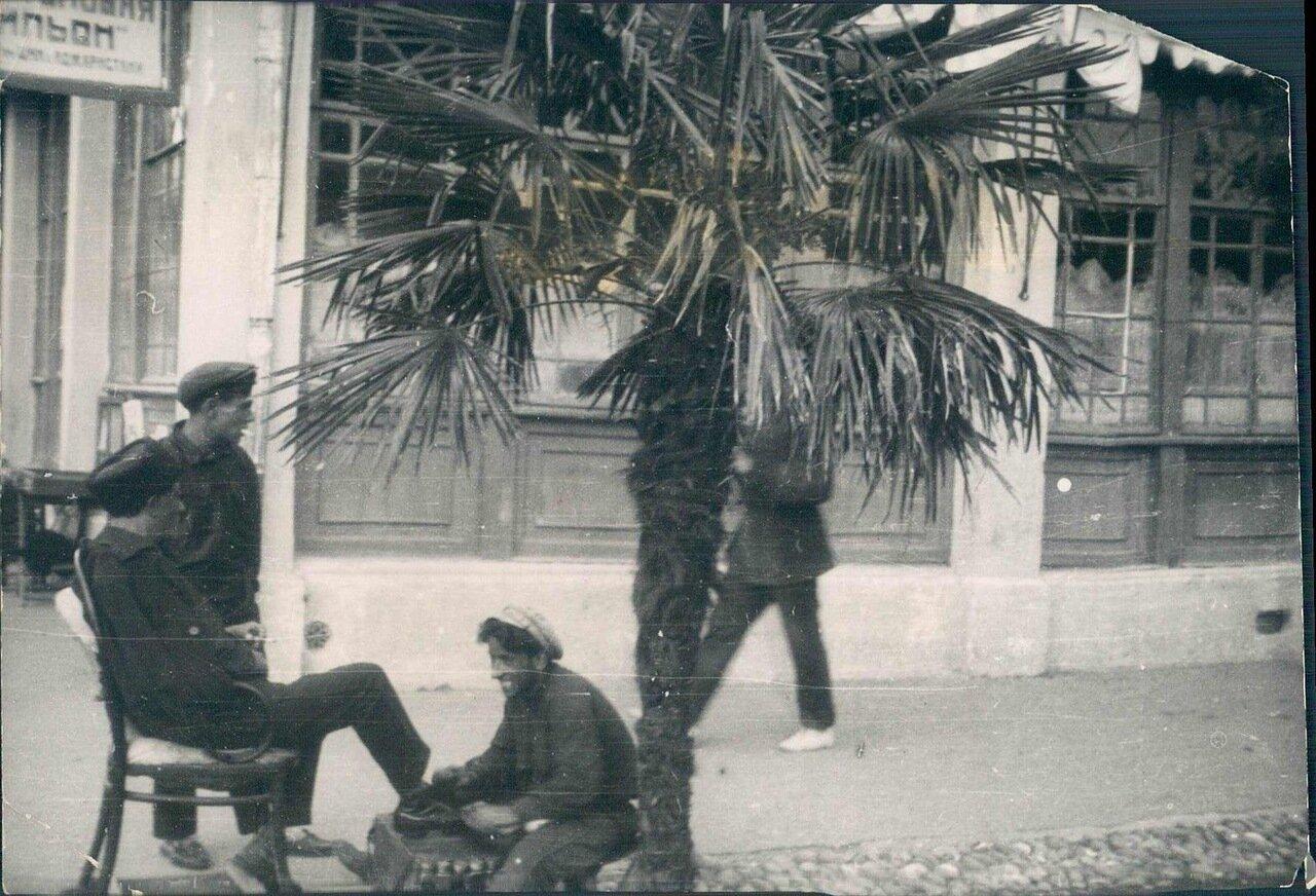 1928. Чистильщик обуви в Батуми
