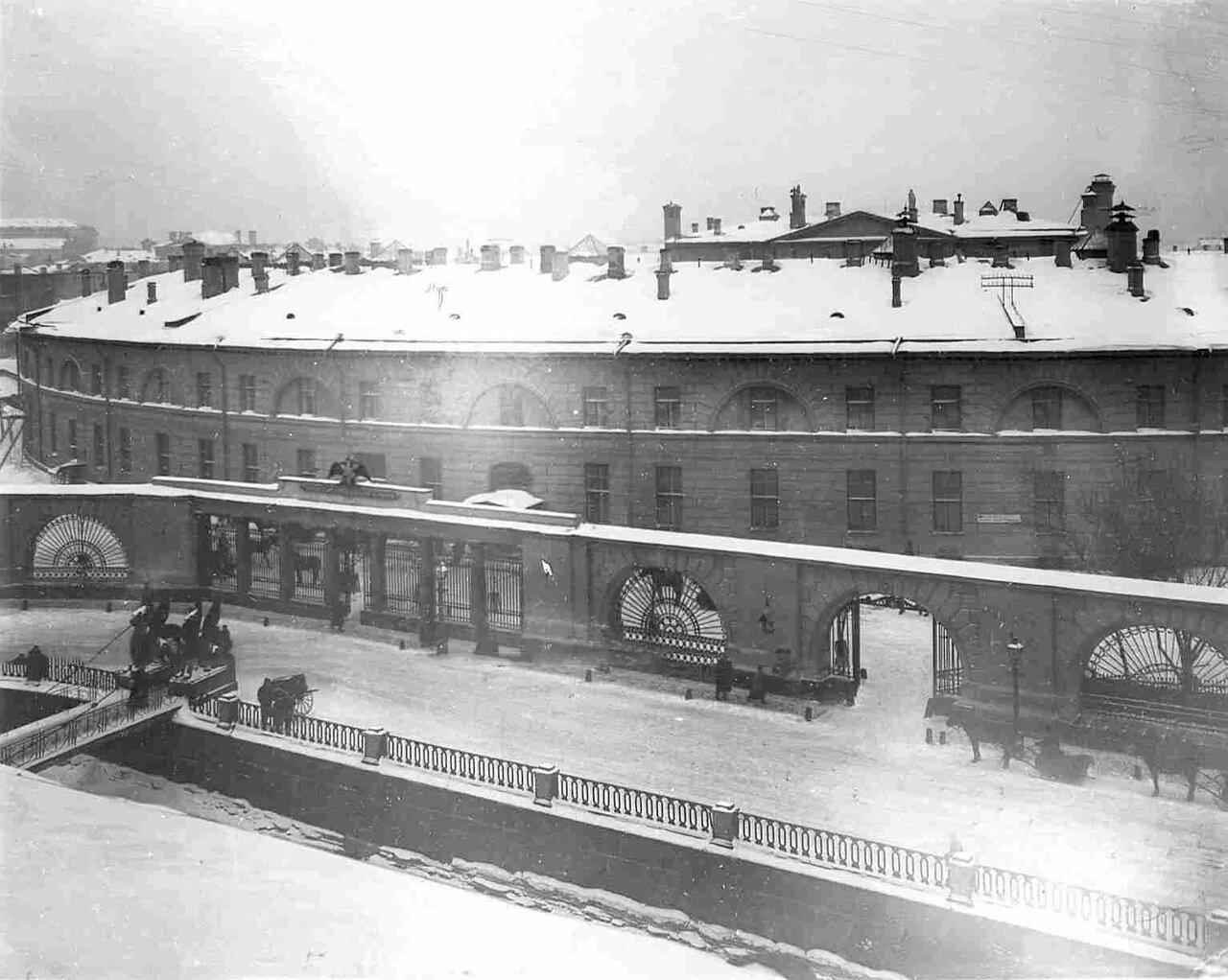 19. Фасад здания Государственного банка со стороны Екатерининского канала