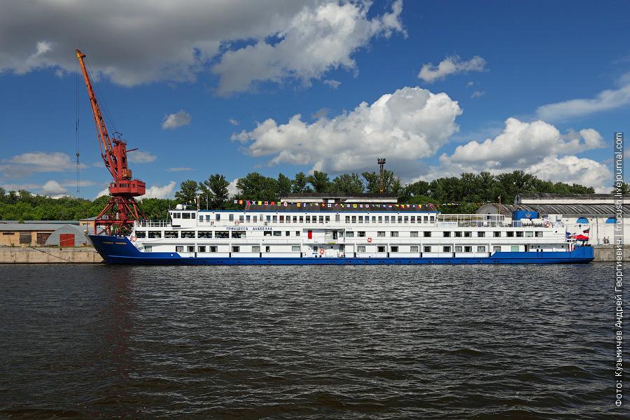 12 июня 2013 года. Северный грузовой порт Москвы. Теплоход «Принцесса Анабелла»