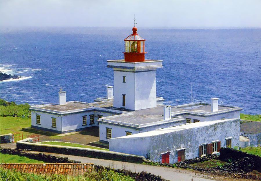 Ilha Terceira - Farol das Contendas.jpg