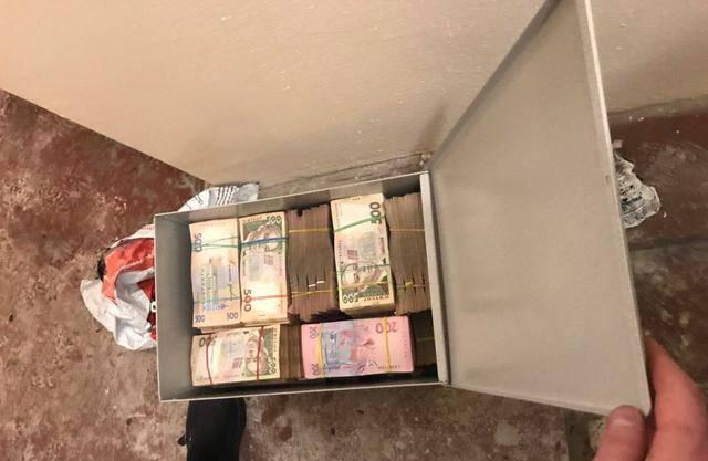"""При обыске в офисе """"центра минимизации таможенных платежей"""" налоговики нашли сейфовую комнату с несколькими уровнями защиты. ФОТОрепортаж"""