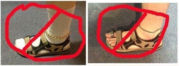 сандалии одновременно с носками
