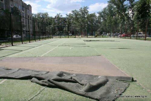 Ремонт конструкций во дворе по ул. Герцена, 42 был включен в план еще в прошлом году, но в реальности ничего сделано не было