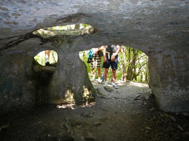 Внутри пещеры пещерного города Эски-Кермен