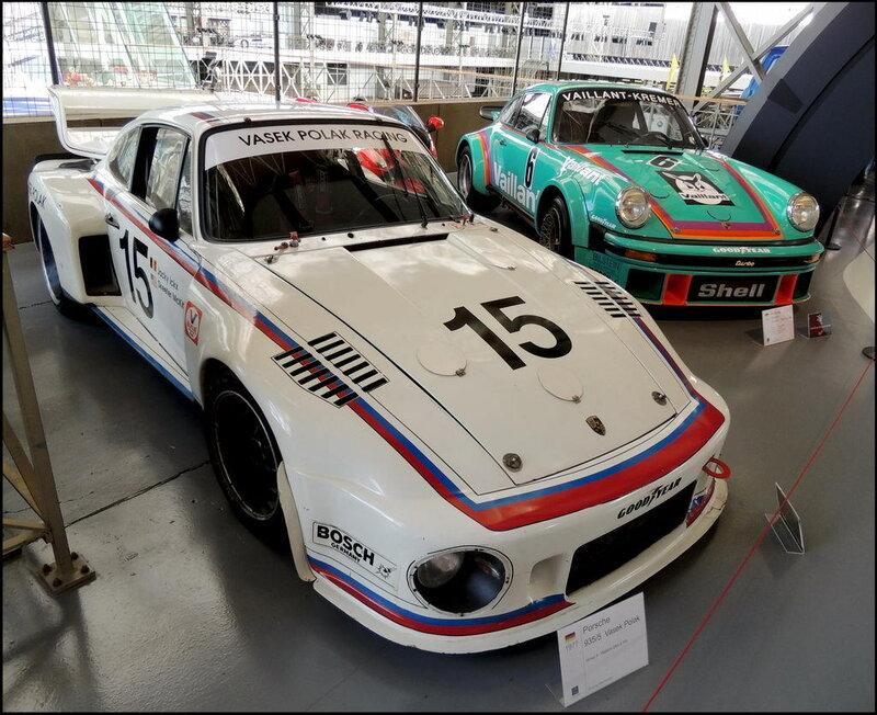 Autoworld 8334 Porsche 935-5 1977 - Porsche 934 RSR 1976.JPG