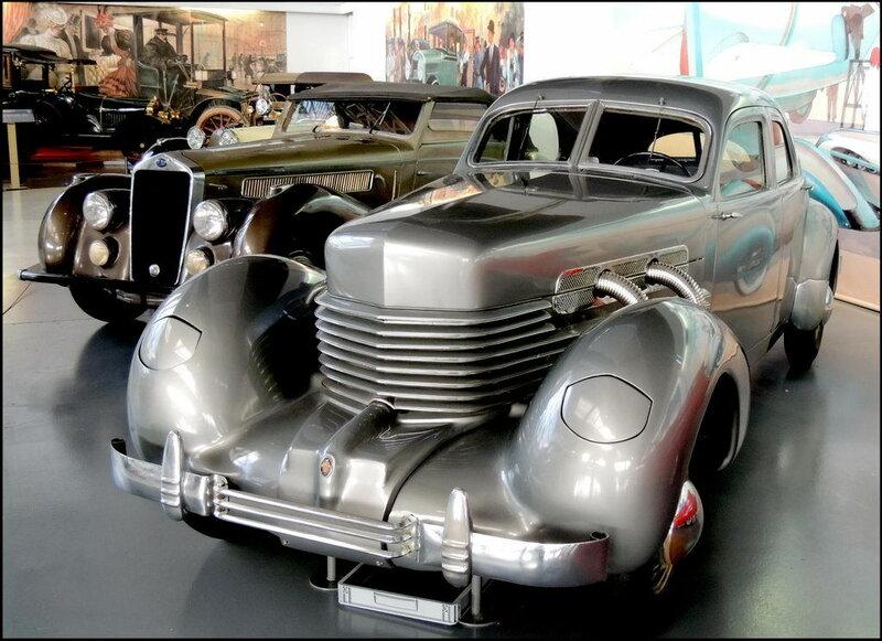 Autoworld 8401 Cord Type 812 1937