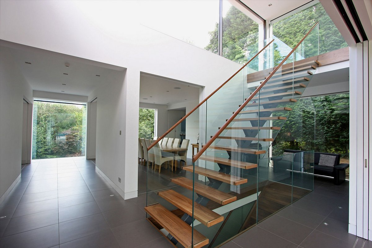 Окстед, частный дом в Англии, дом в графстве Суррей, уютный частный дом, 1st Option, светодиодное освещение фото, фото спальной в частном доме