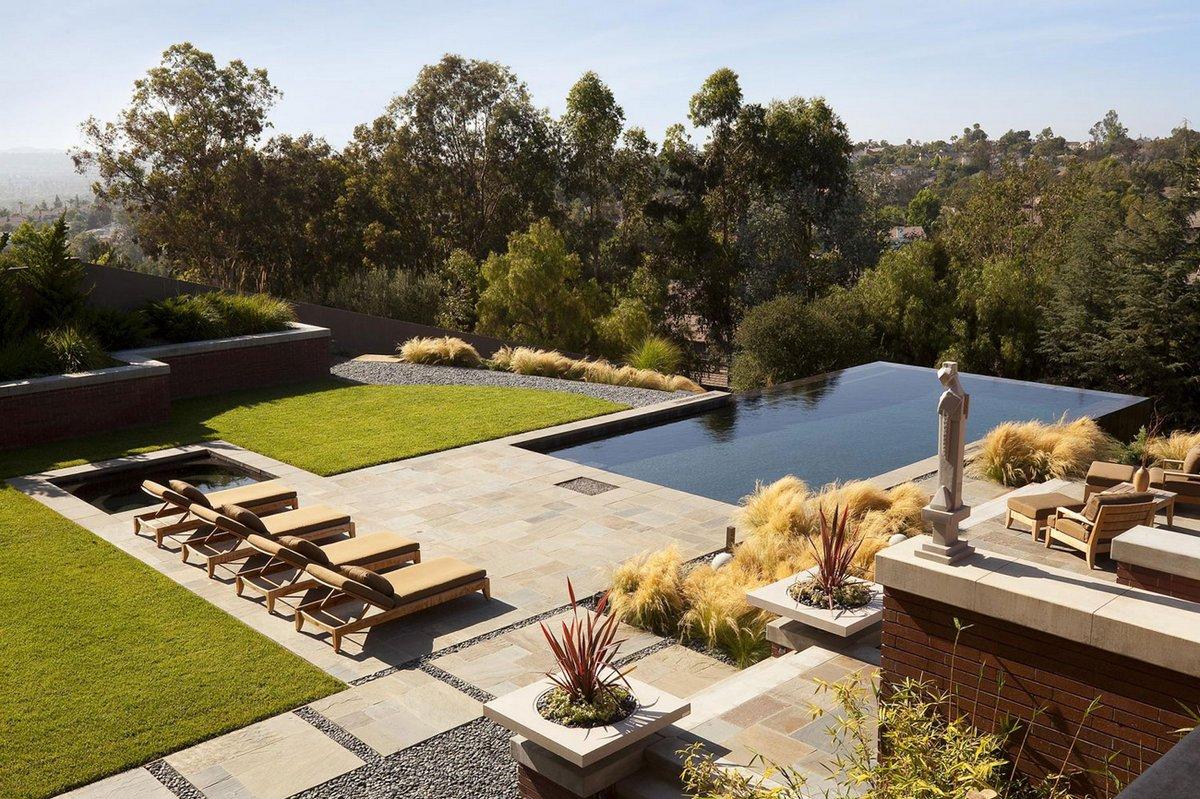Buckskin Drive, Whipple Russell Architects, особняки в Калифорнии, частная резиденция в Лагуна Хиллз, фасад из кирпича, трехэтажный дом фото