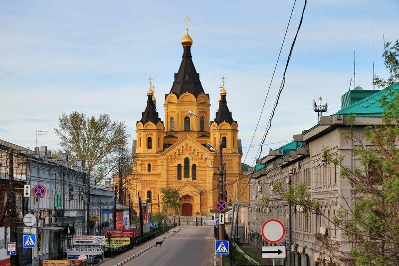 Улица Стрелка и Кафедральный собор Александра Невского