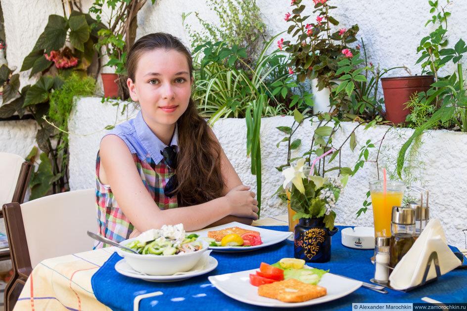 Обед в греческой таверне