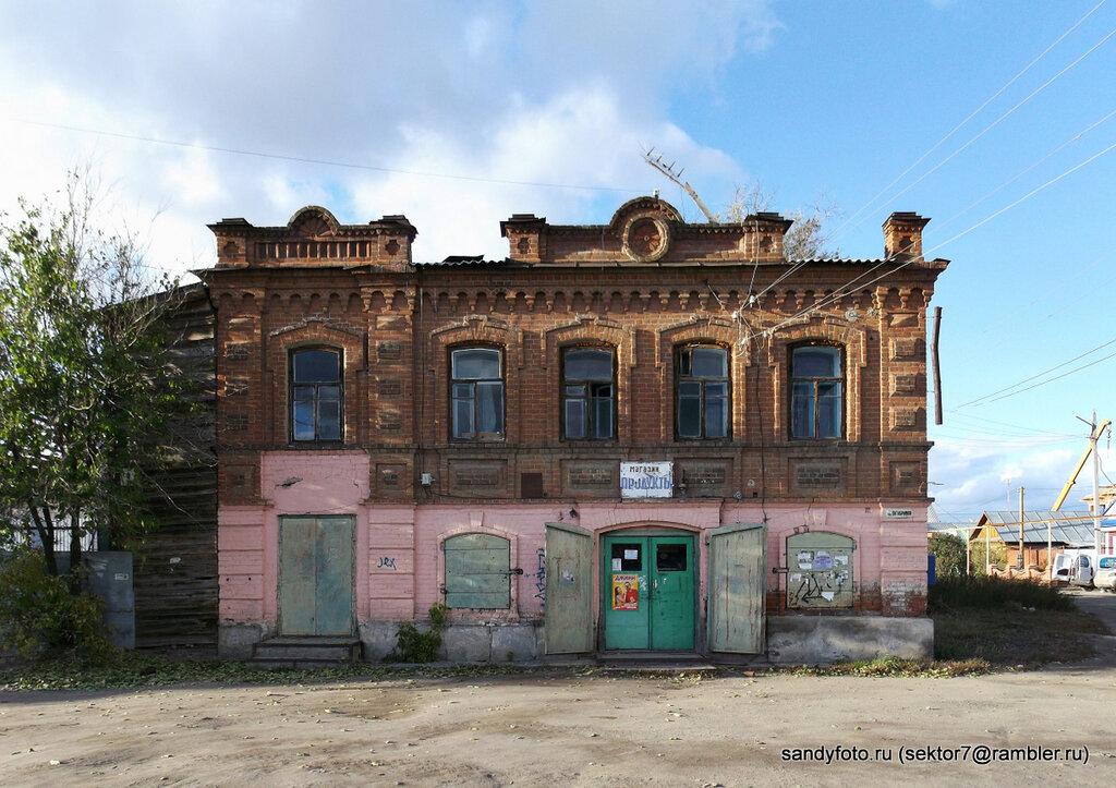 Старинные здания по улице Октябрьской