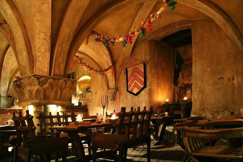средневековый ресторан
