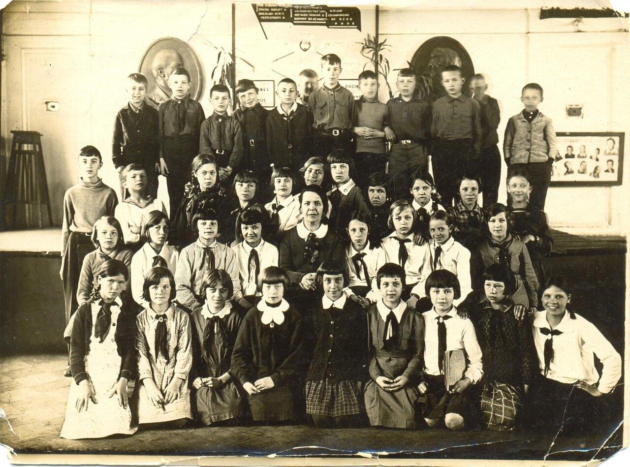 1938. Ярославль, школа № 55 имени Некрасова на улице Советской, д.10