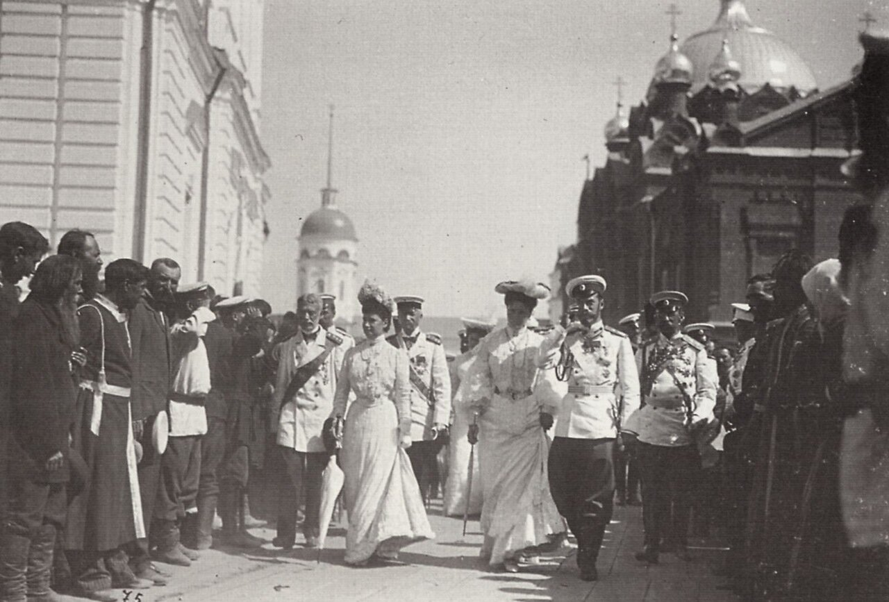 Семейство Николая II в Саровском монастыре. Саров, 1903