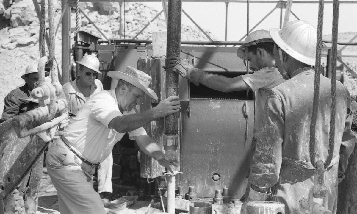 46. Работники нефтяной промышленности, Иран, 1958