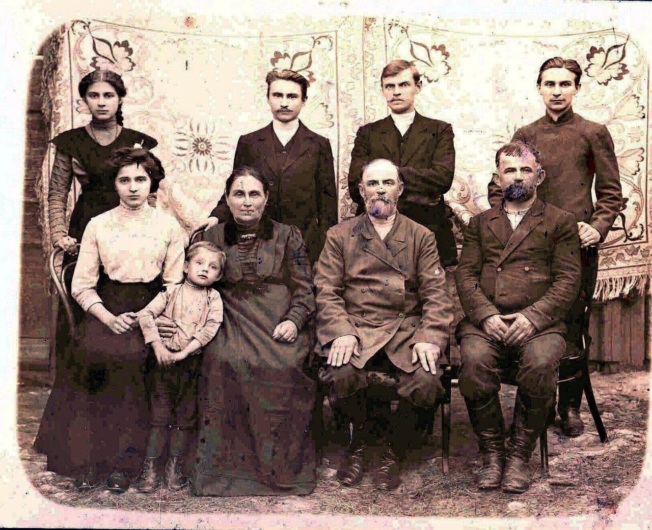 1910. Семья калужского торговца А.А. Шевырева