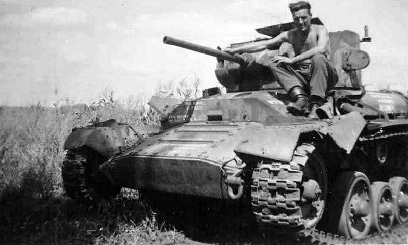 "Брошенный советский танк Mk.III  ""Валентайн""."