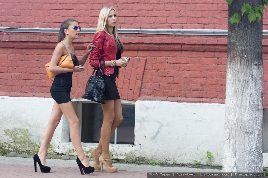 Мини юбки на улицах городов