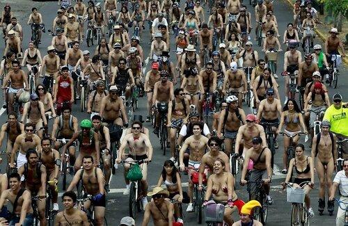 Обнажённый велопробег — в столице Мексики